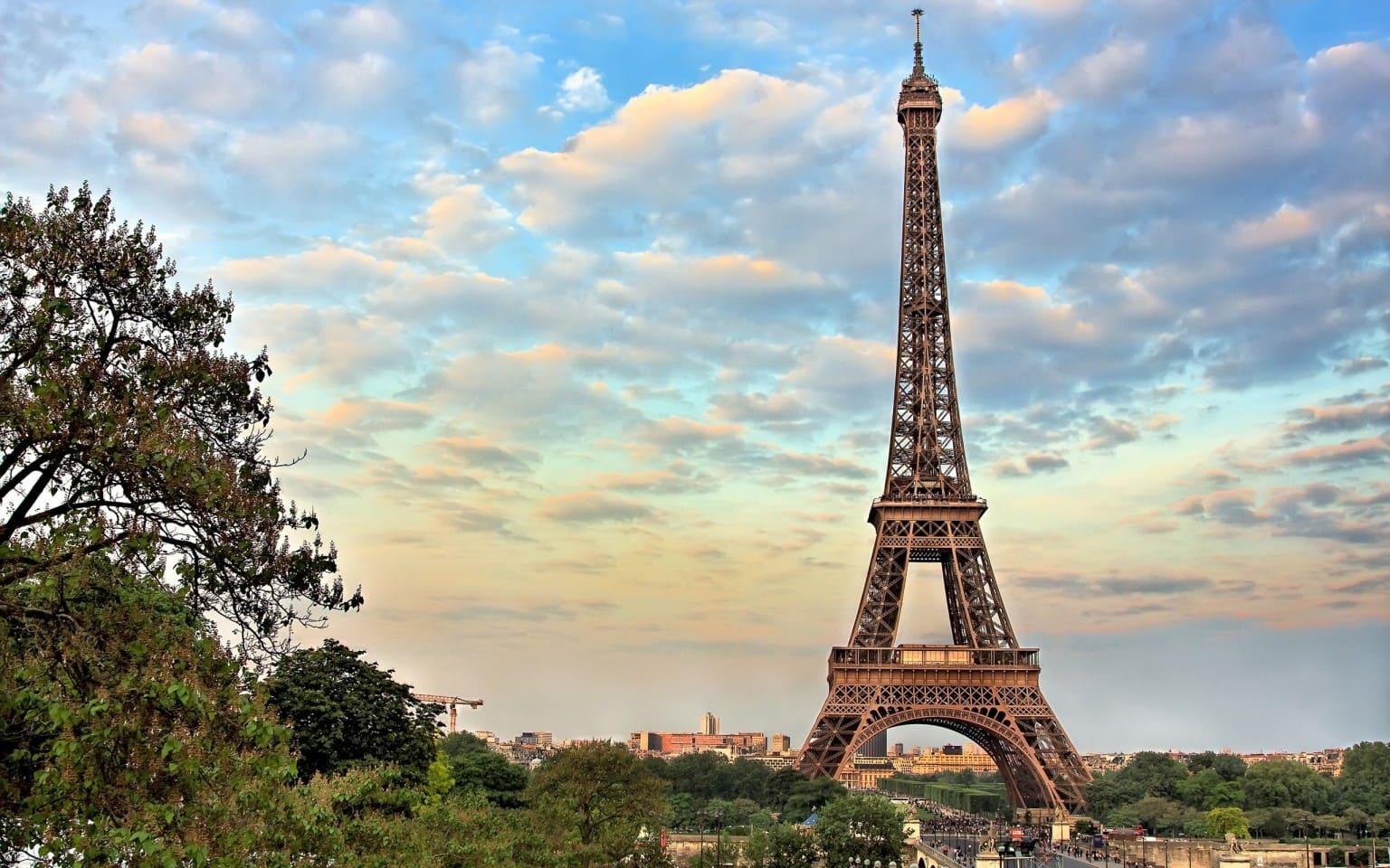 Эйфелева башня рассказ на английском - текст с переводом