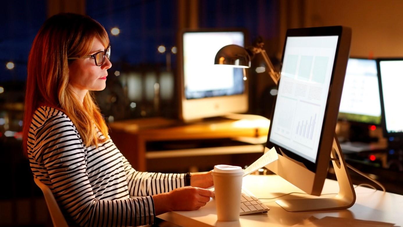 репетитор проводит уроки через Skype