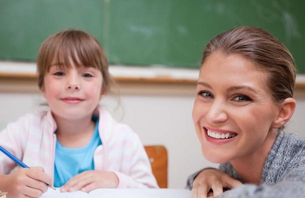 репетитор английского занимается с учеником